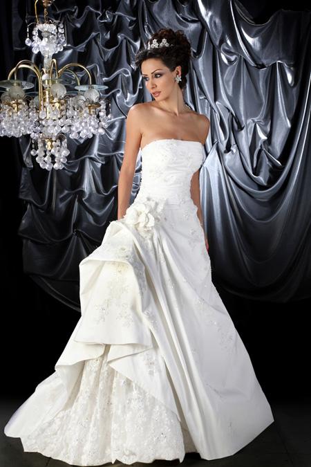 صور فساتين زفاف ناعمة 2013 - فساتين زفاف ناعمة 2013 - فساتين زفاف ناعمة بالصور 2013 liilasup3_6541240dcb.jpg